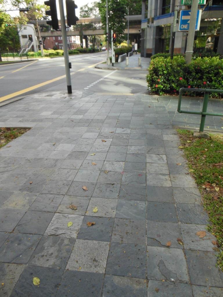 歩道はきれい